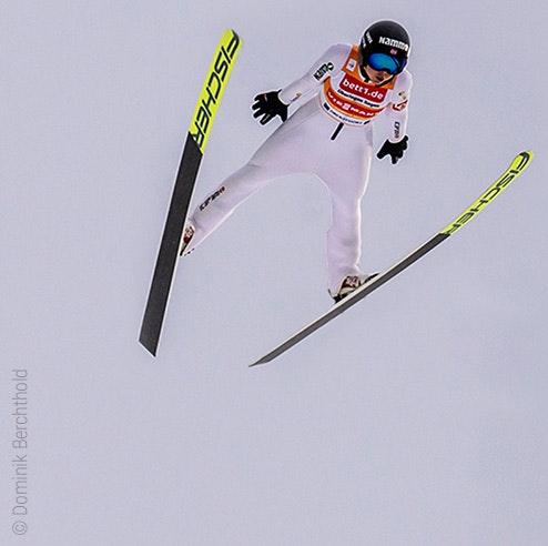 Zdjęcie: Skoczek narciarski w powietrzu, na koszulce reklama bett1.